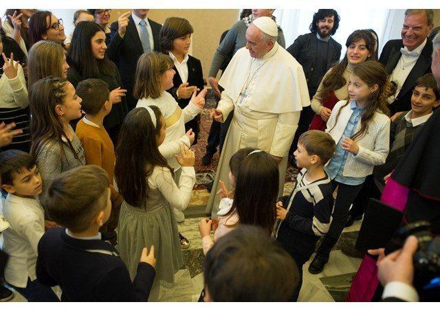 Đức Thánh Cha kêu gọi các Giám Mục thế giới bảo vệ trẻ em