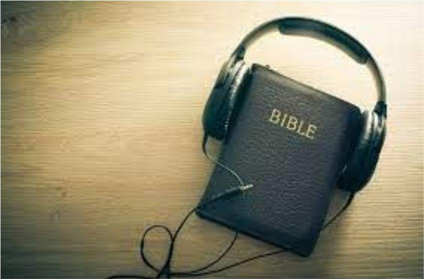 Người trẻ lắng nghe Lời Chúa trên đường đời