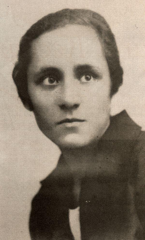 ảnh chụp Agnes chỉ vài ngày trước khi khởi hành đến Tu viện Loreto ở Rathfarnham, Ireland, để học tiếng Anh, ngôn ngữ mà các Nữ tu Loreto sử dụng để dạy trẻ em đi học ở Ấn Độ.