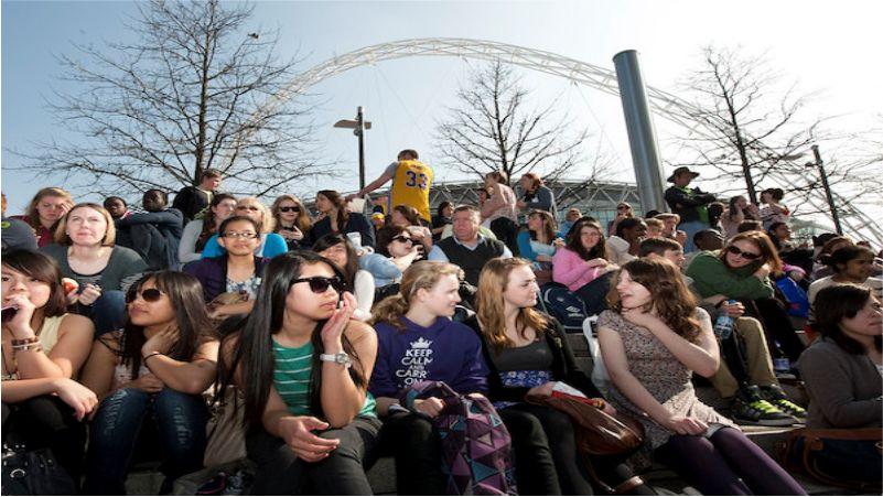 Trào lưu hoài cổ và hiện đại trong giới trẻ Công giáo Anh