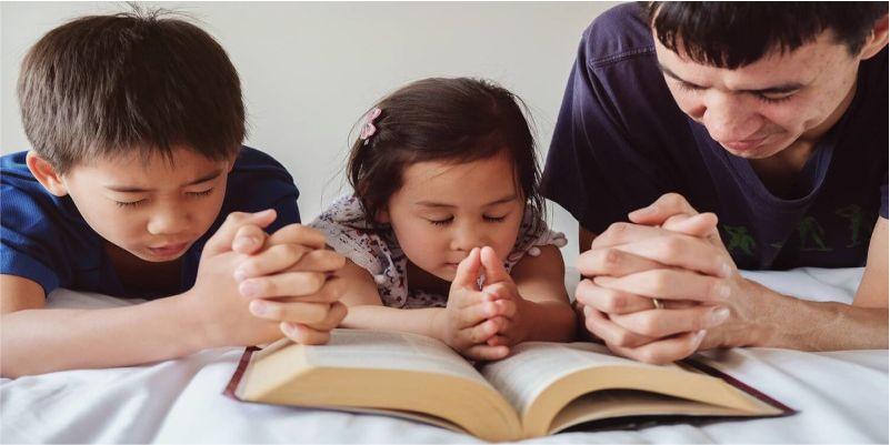 Gia đình, nơi người trẻ tập sống tương quan với Thiên Chúa trong cầu nguyện